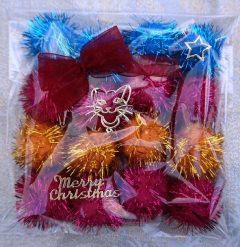 CHRISTMAS CAT TOY PACK - HAND DECORATED AND FILLED WITH 16 POM POM CAT TOYS #10